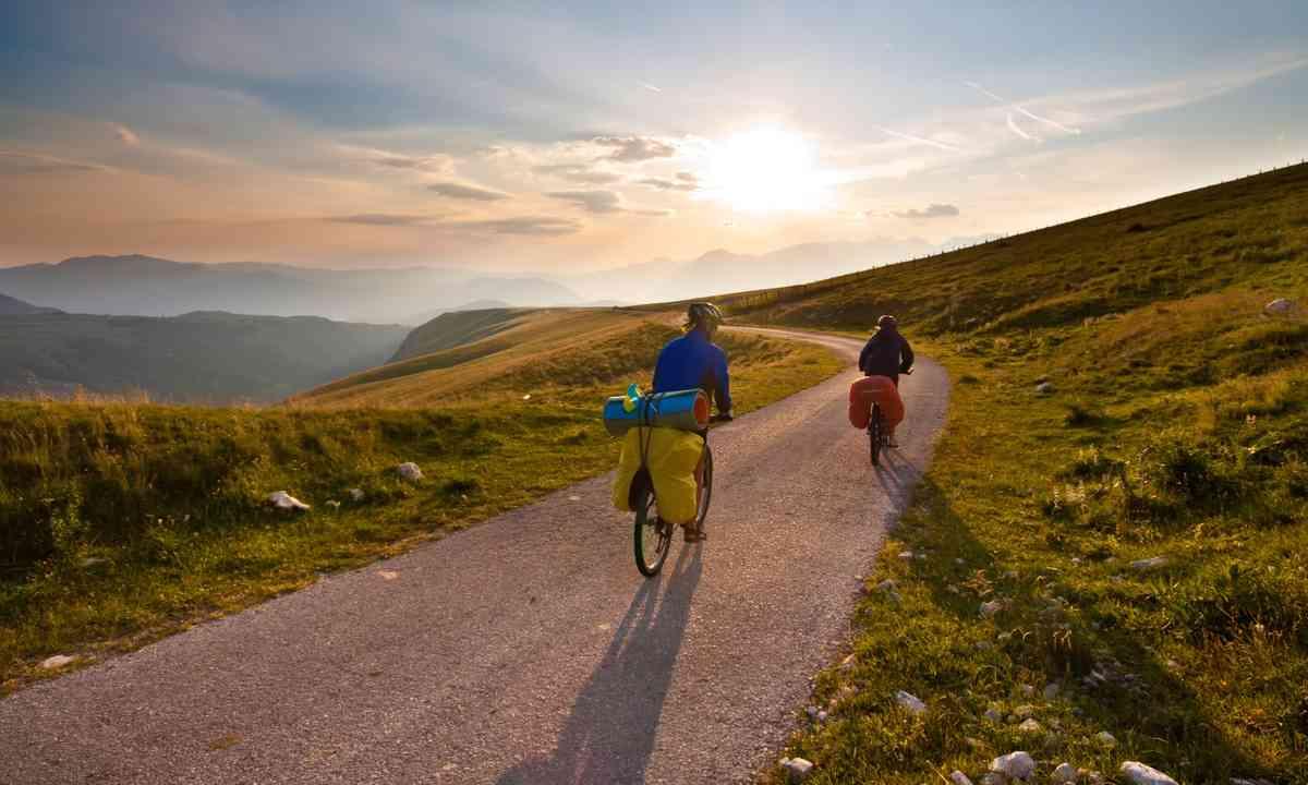 Couple cycling through mountain (Shutterstock.com)