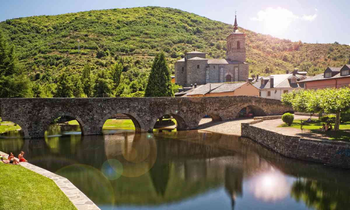 Roman bridge in Molinaseca, Spain (Shutterstock)