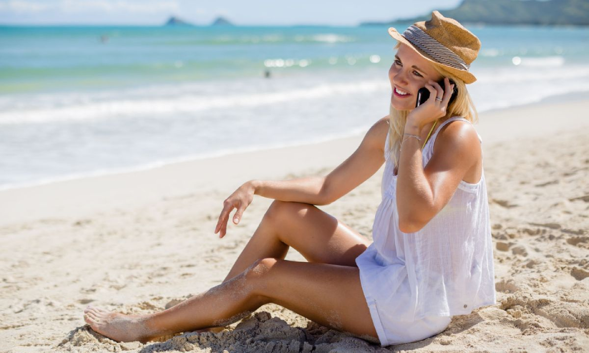 6 ways to save money when you use your mobile abroad