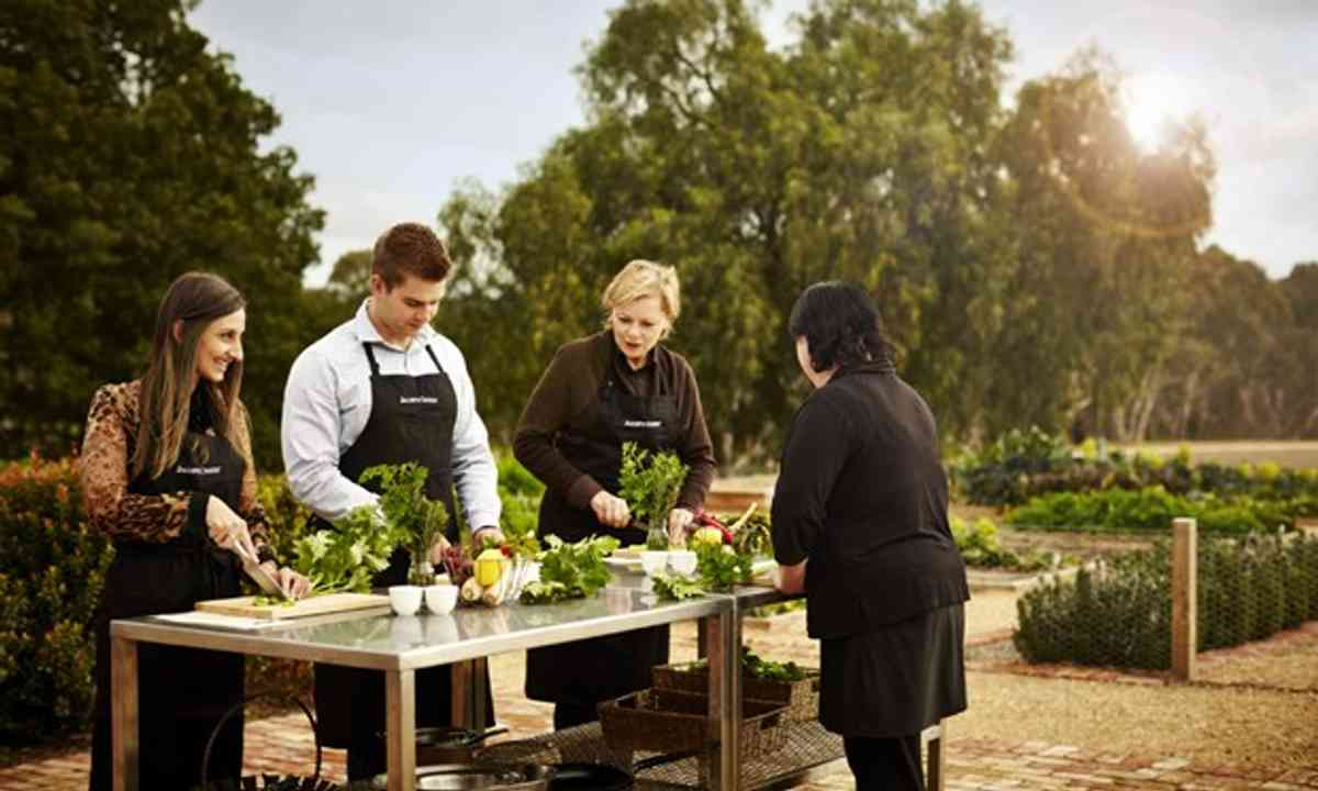 Cooking class at Jacobs Creek winery (SATC)