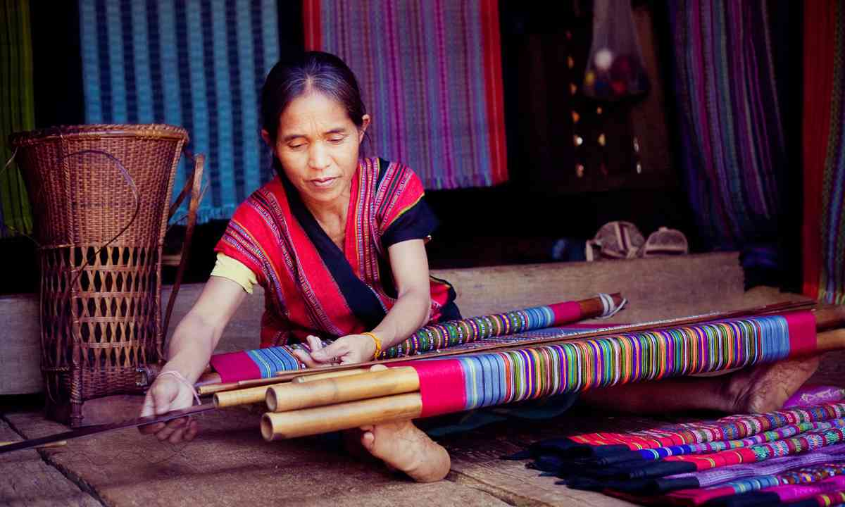 Local Alak woman in Bolaven village (Dreamstime)