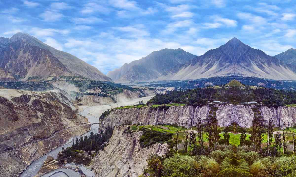 The valley in Karimabad valley (Dreamstime)
