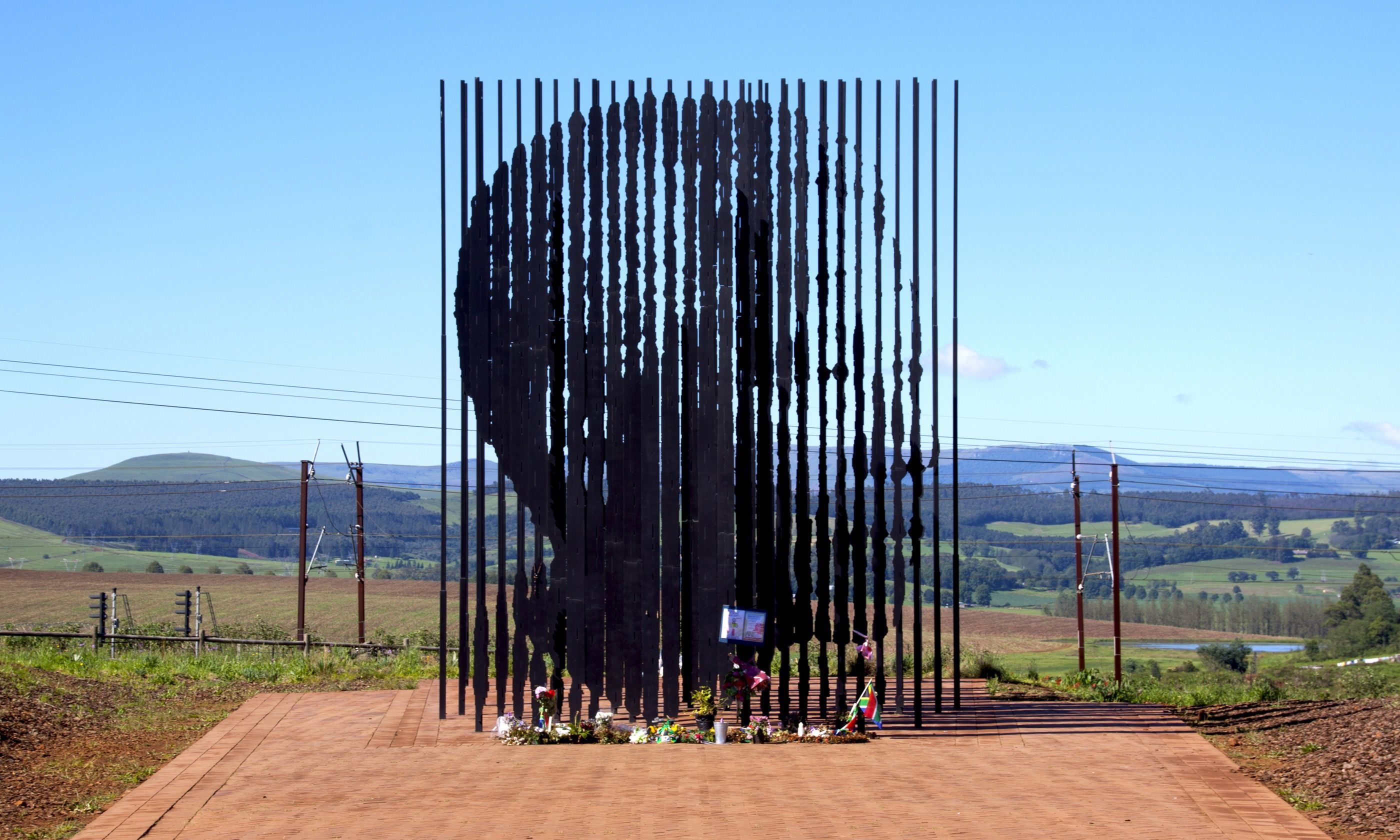Metal sculpture of Nelson Mandela, South Africa (Shutterstock.com)
