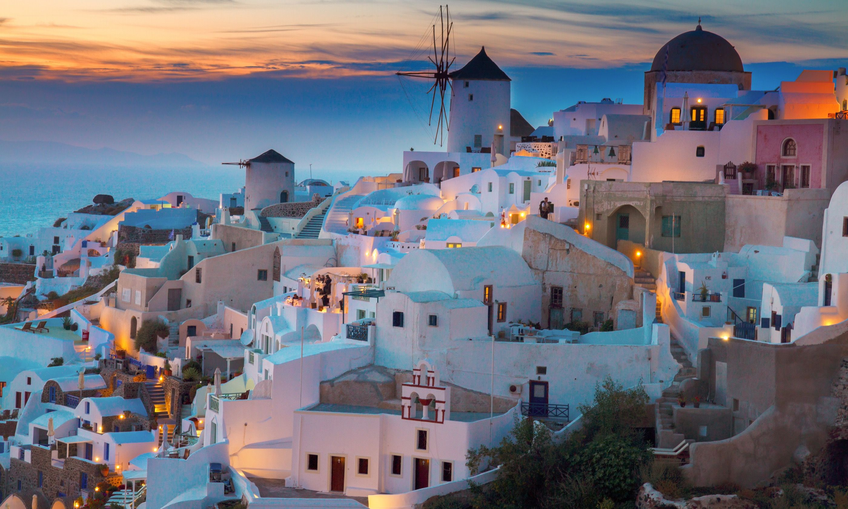 Greek island of Oia at sunset (Shutterstock.com)