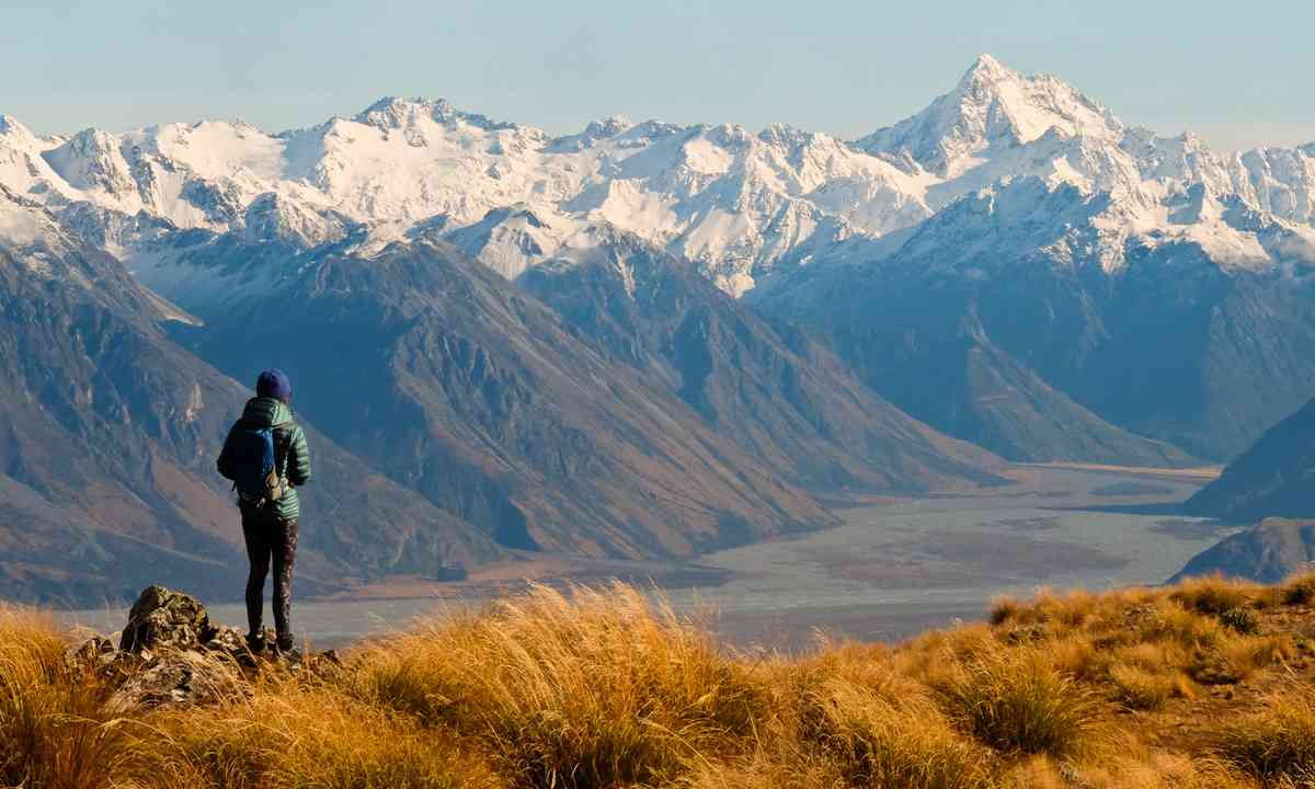 Hiker in the Southern Alps (Dreamstime)