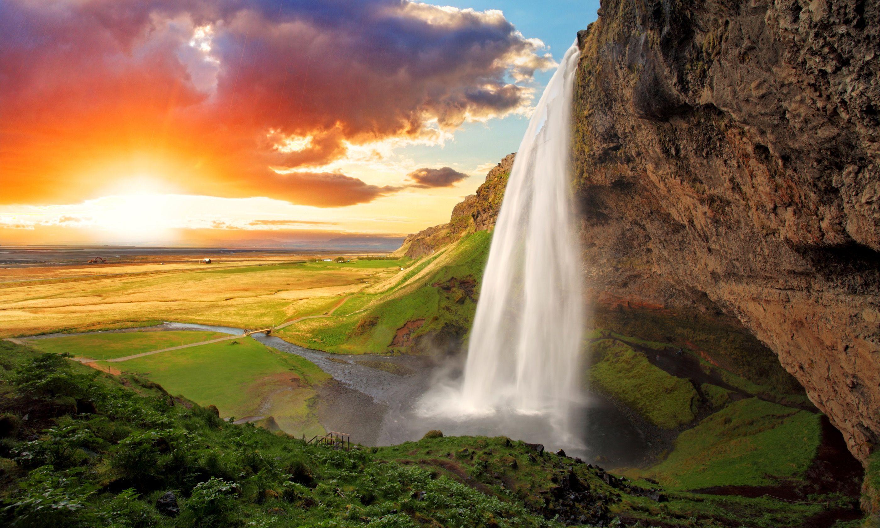 Seljalandsfoss at sunset (Dreamstime)