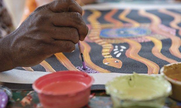 Maruku Arts Dot Painting Workshop, Yulara (Tourism NT)