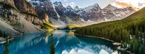 Moraine Lake in Banff National Park, Canada (Dreamstime)
