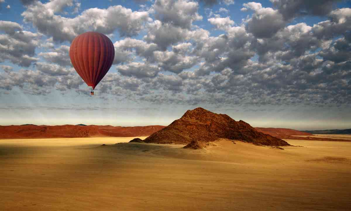Hot Air Balloon in the Namib-Naukluft Desert (Dreamstime)