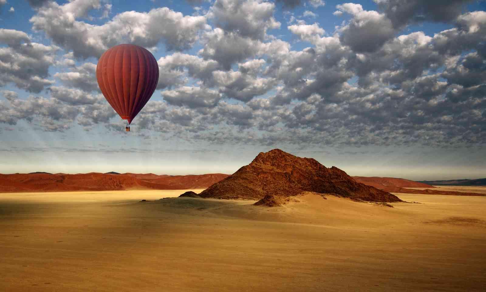 Hot Air Balloon in the Namib-Naukluft Desert (Dreamstime)