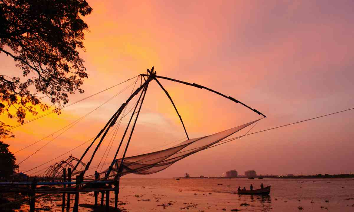 Sunset over chinese fishing nets in Kochi (Dreamstime)