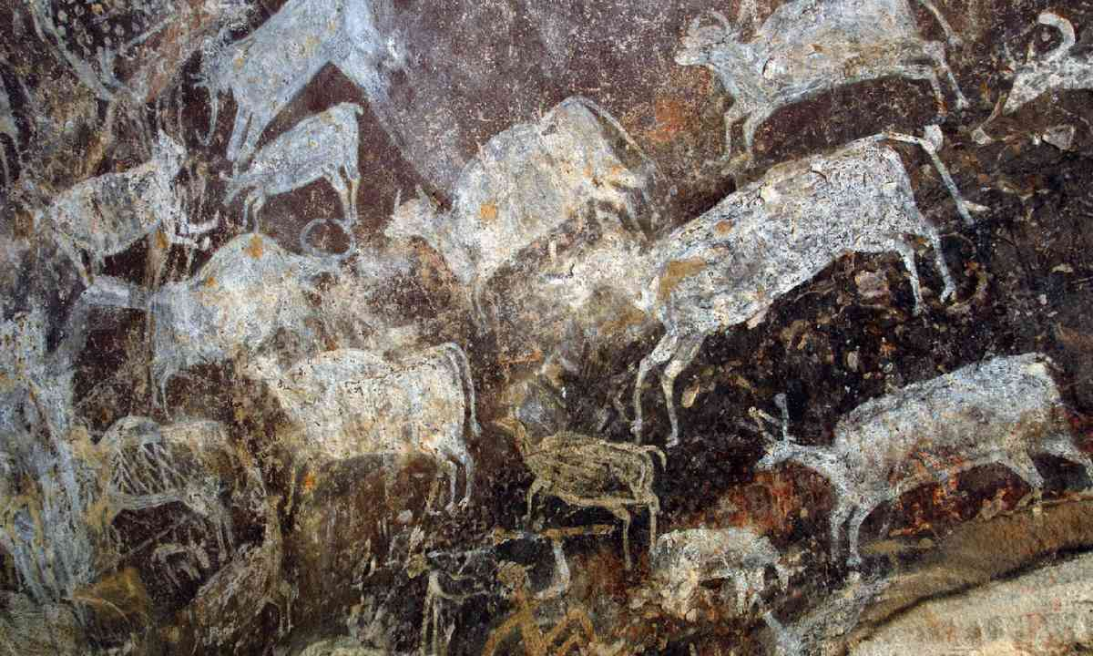 Cave paintings at Bhimbetka (Dreamstime)