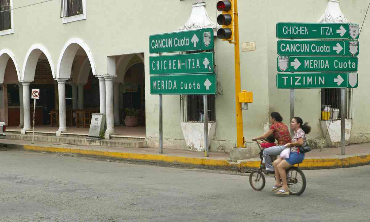 Cycling through the empty streets of Mérida (Dreamstime)