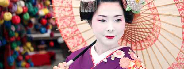 Geisha with umbrella in Kyoto, Japan (Dreamstime)