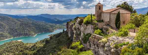 Romanesque church of Santa Maria de Siurana, Priorat (Dreamstime)