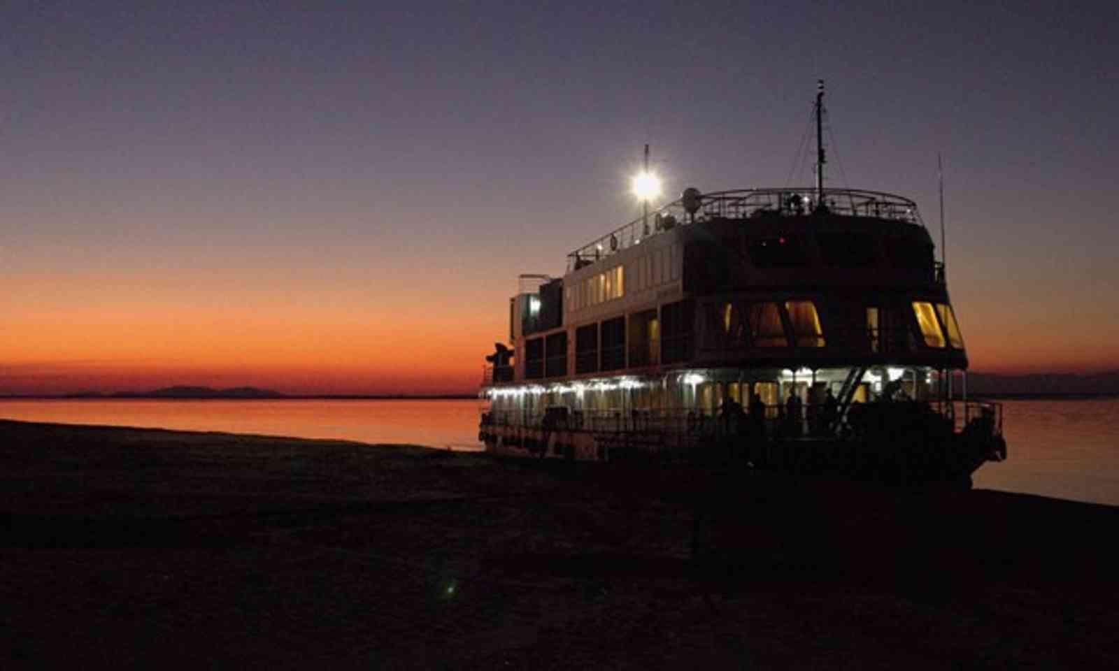 India river cruise (Martion Symington)