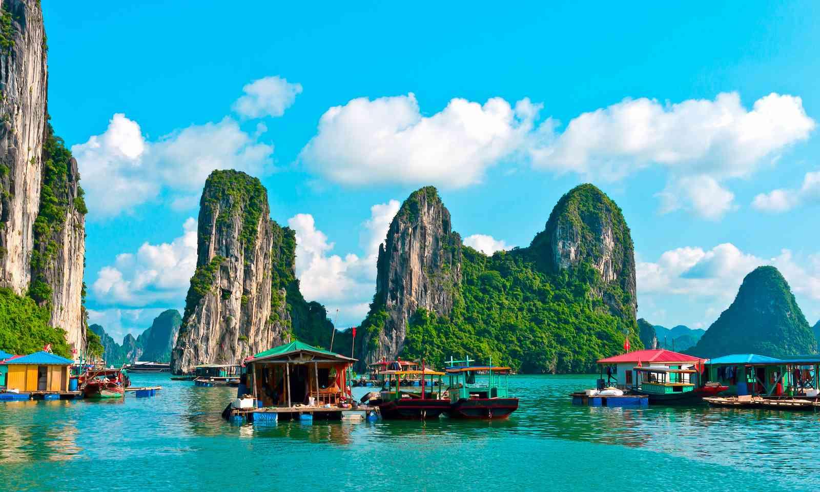 Floating village in Halong Bay (Shutterstock.com)