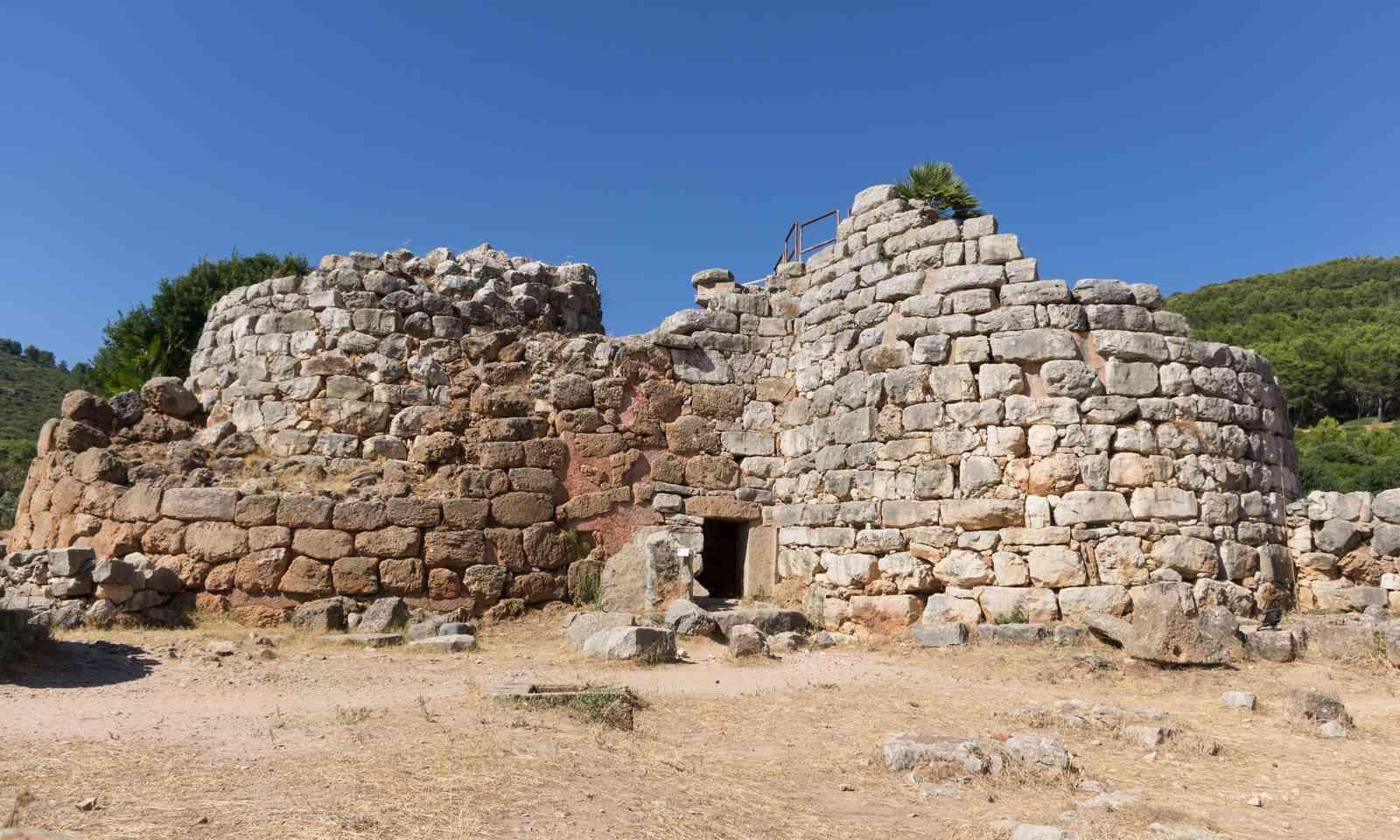 The nuraghe in Palmavera (Dreamstime)