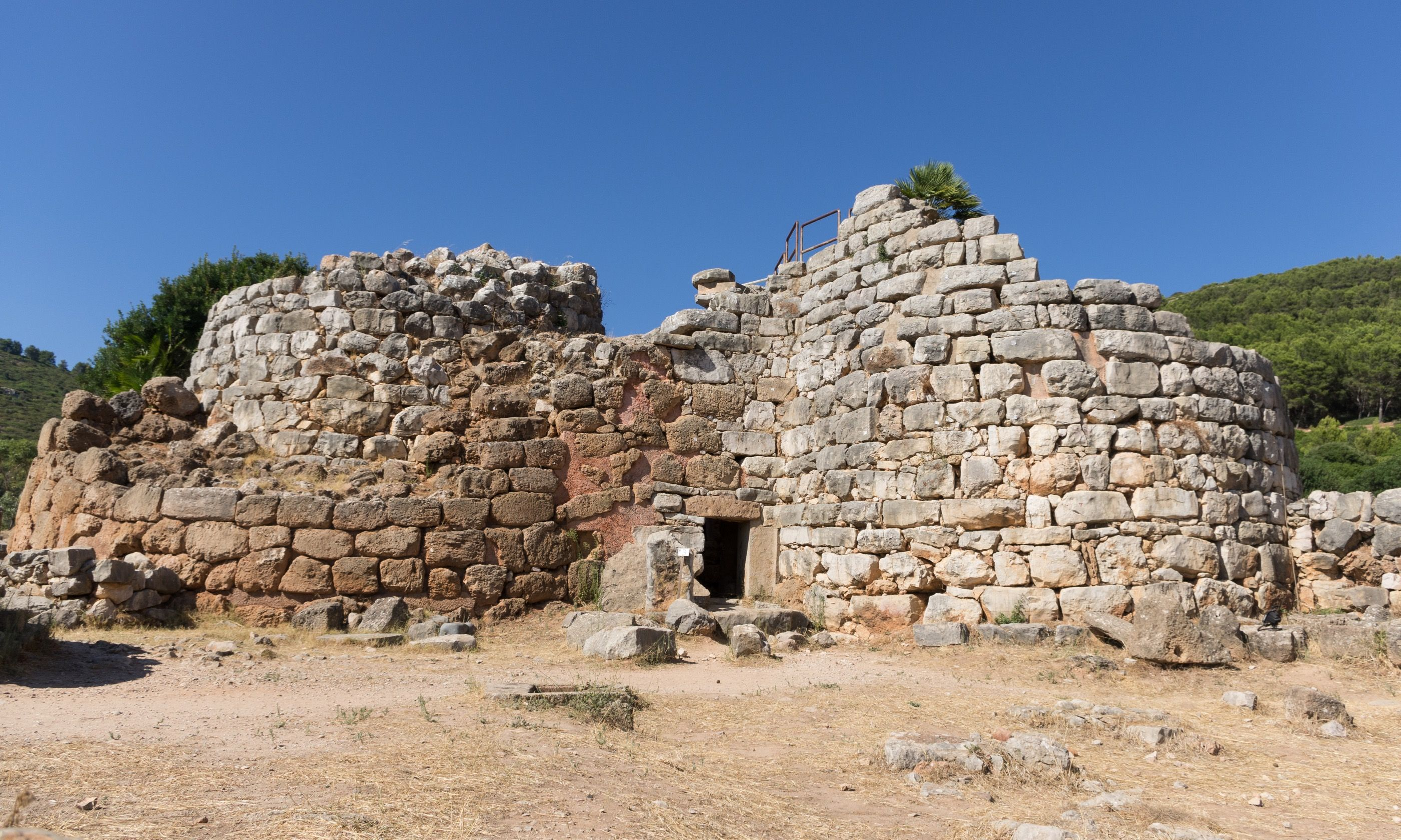 The nuraghe in Palmavera (Dreamstime)