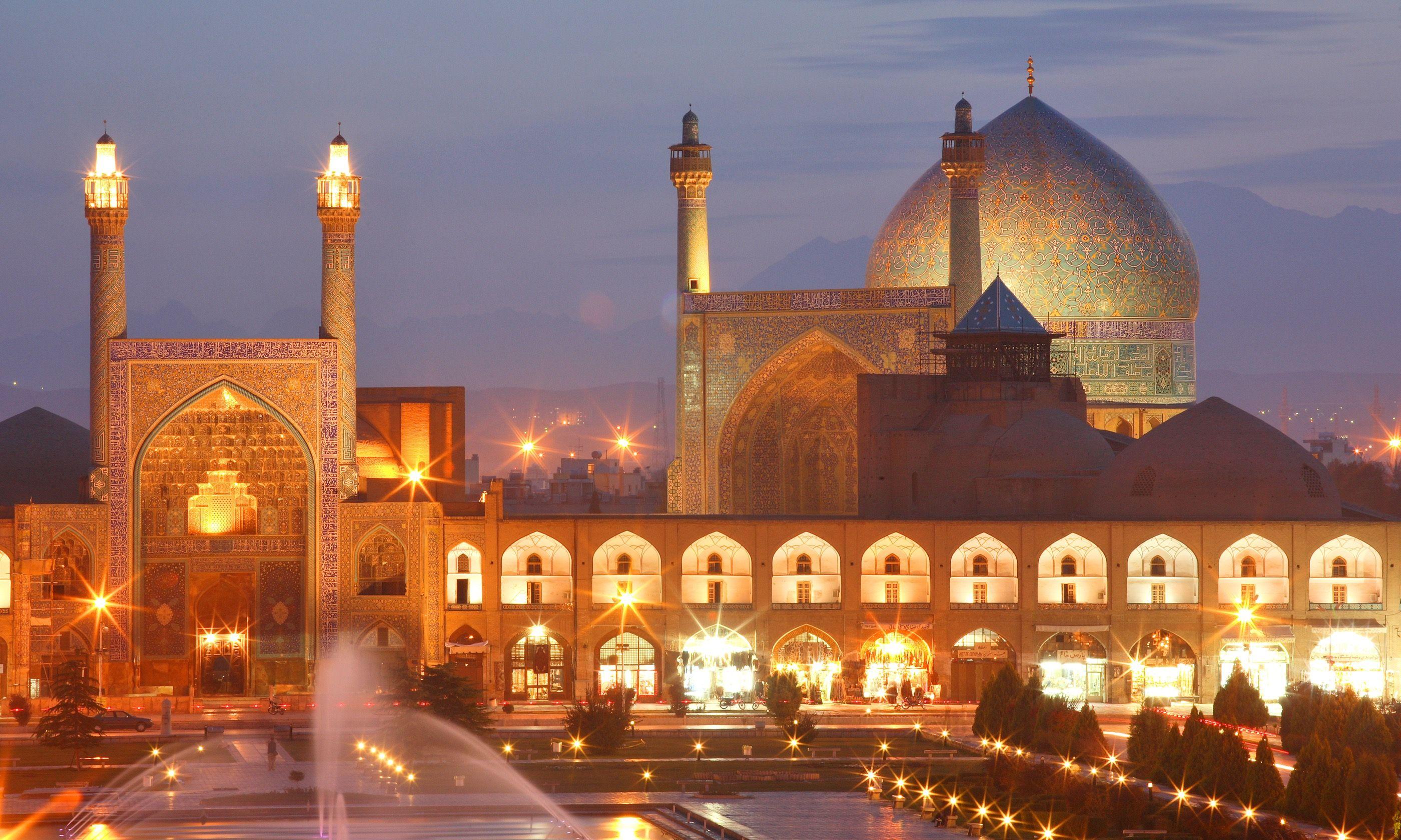 Esfahan at night (Dreamstime)