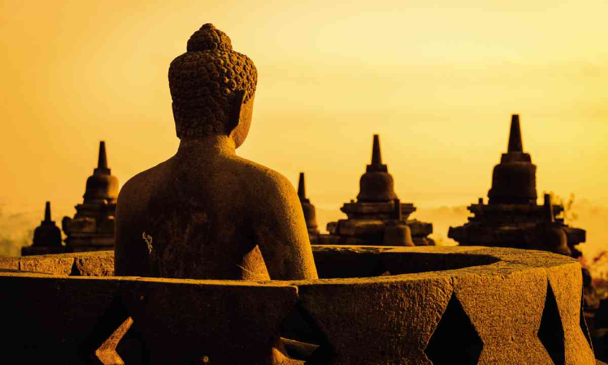 Borobudur temple compounds (Dreamstime)