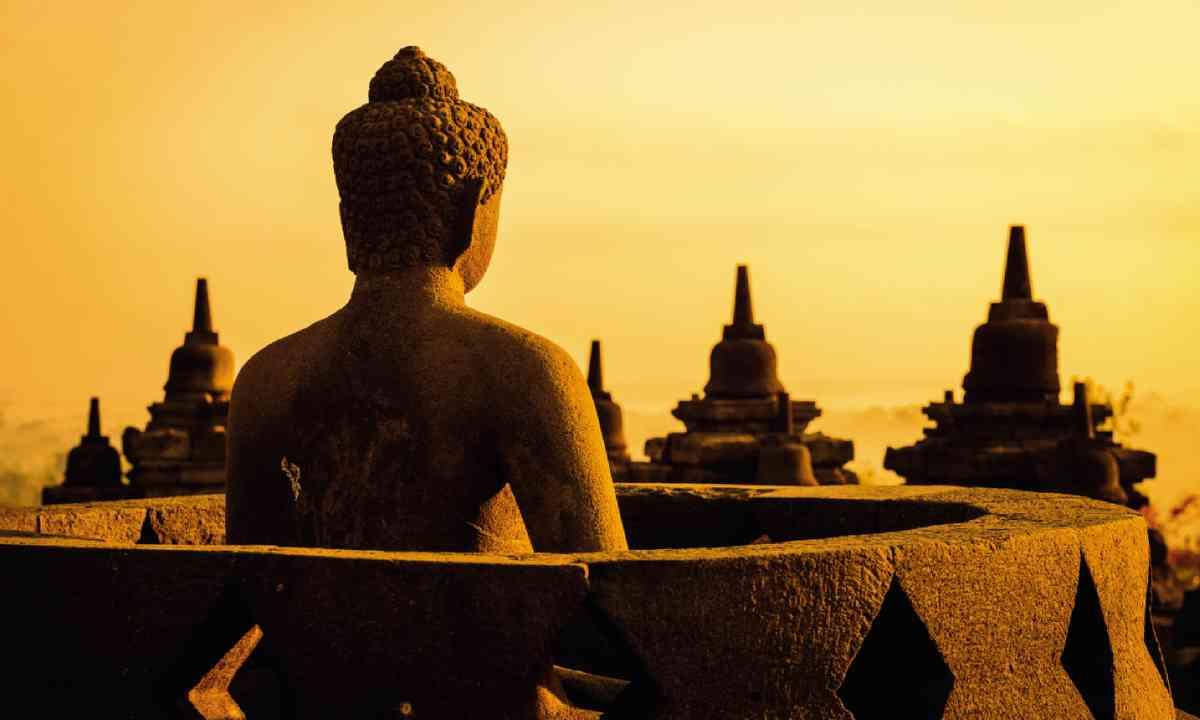 Borobudur temple compounds (Dreamstime)