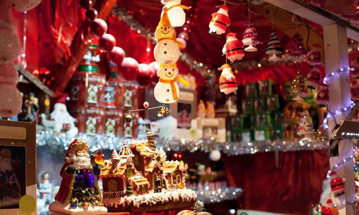 Christmas market stall (Shutterstock.com)