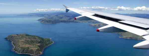 Flight outside New Zealand (Dreamstime)