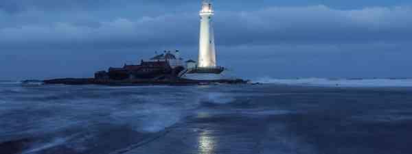 Floodlit lighthouse (David Taylor)