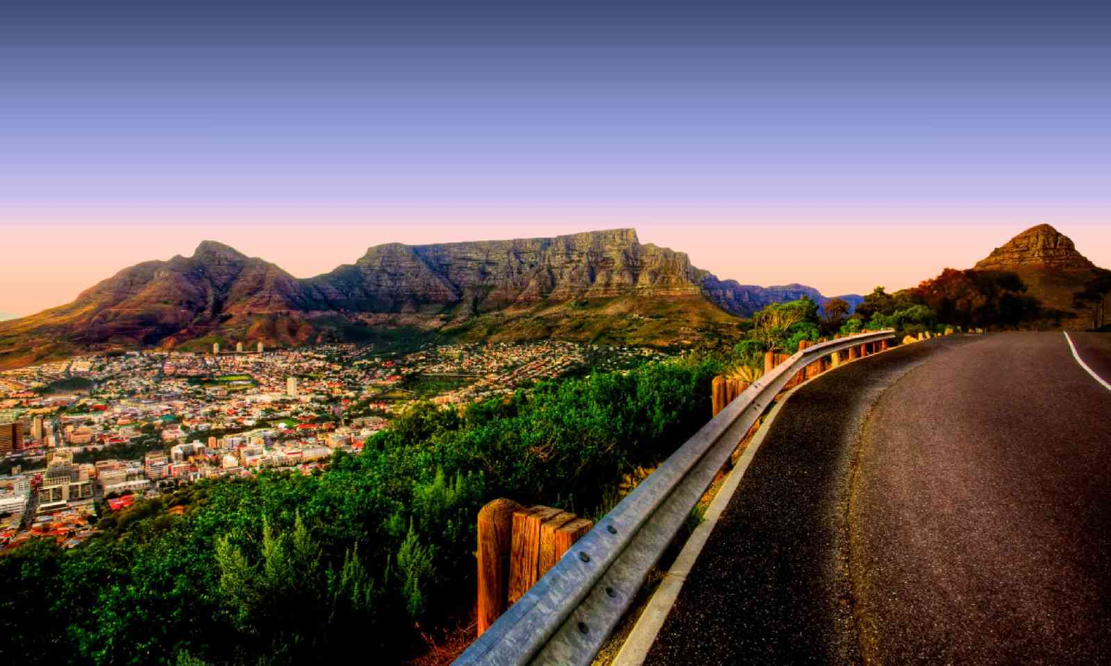 View of Table Mountain in Cape Town from Signal Hill (Shutterstock)