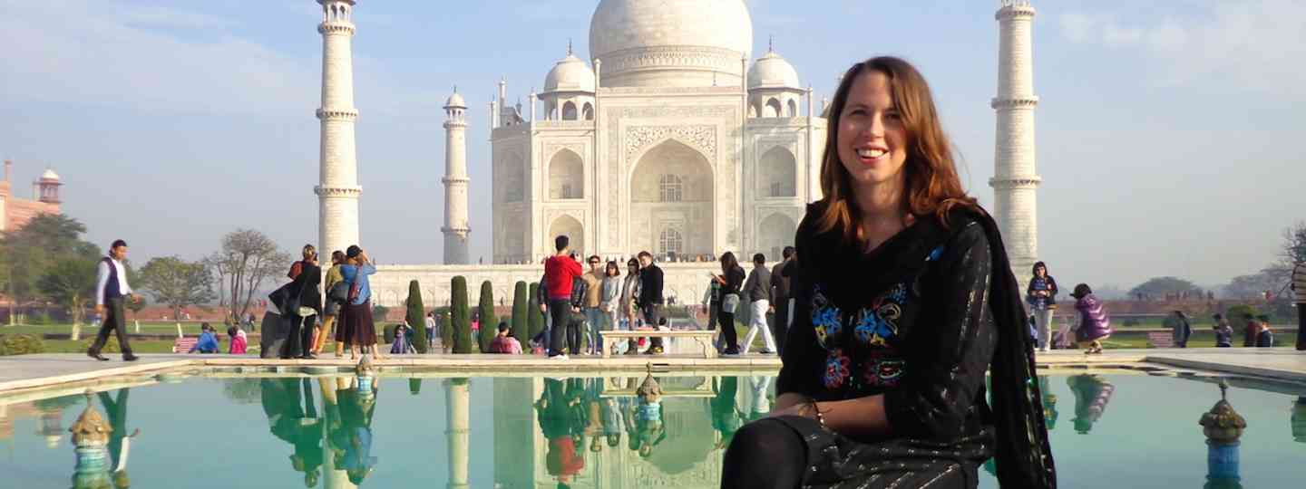 Anna Phipps at the Taj Mahal (Global Gallivanting)