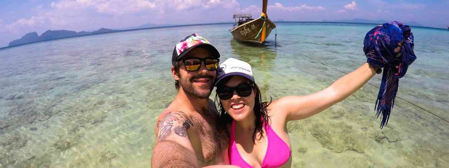 Jarryd Salem and Alesha Bradford on the beach in Thailand (NOMADasaurus)