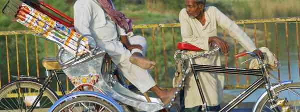 Rickshaw drivers in India (Dreamstime)