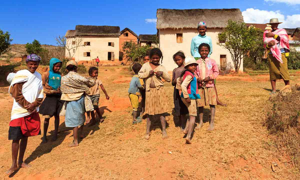 Locals in a Madagascar village (Dreamtime)