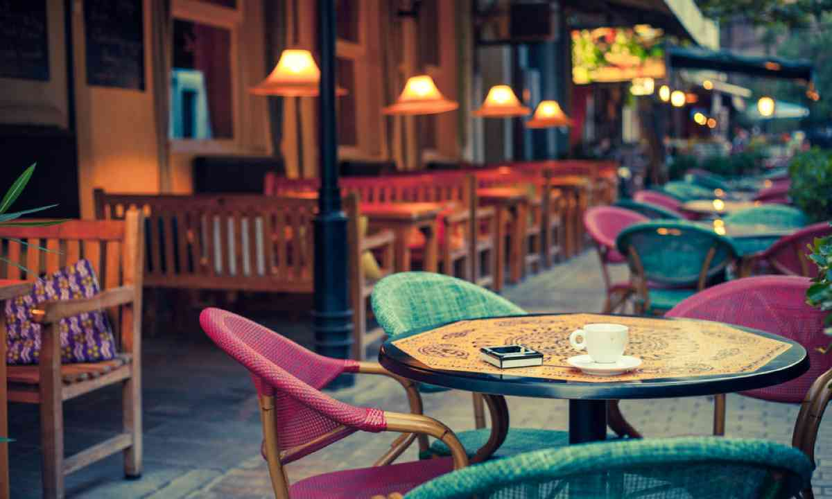 Take some time to relax in a cafe (Shutterstock)