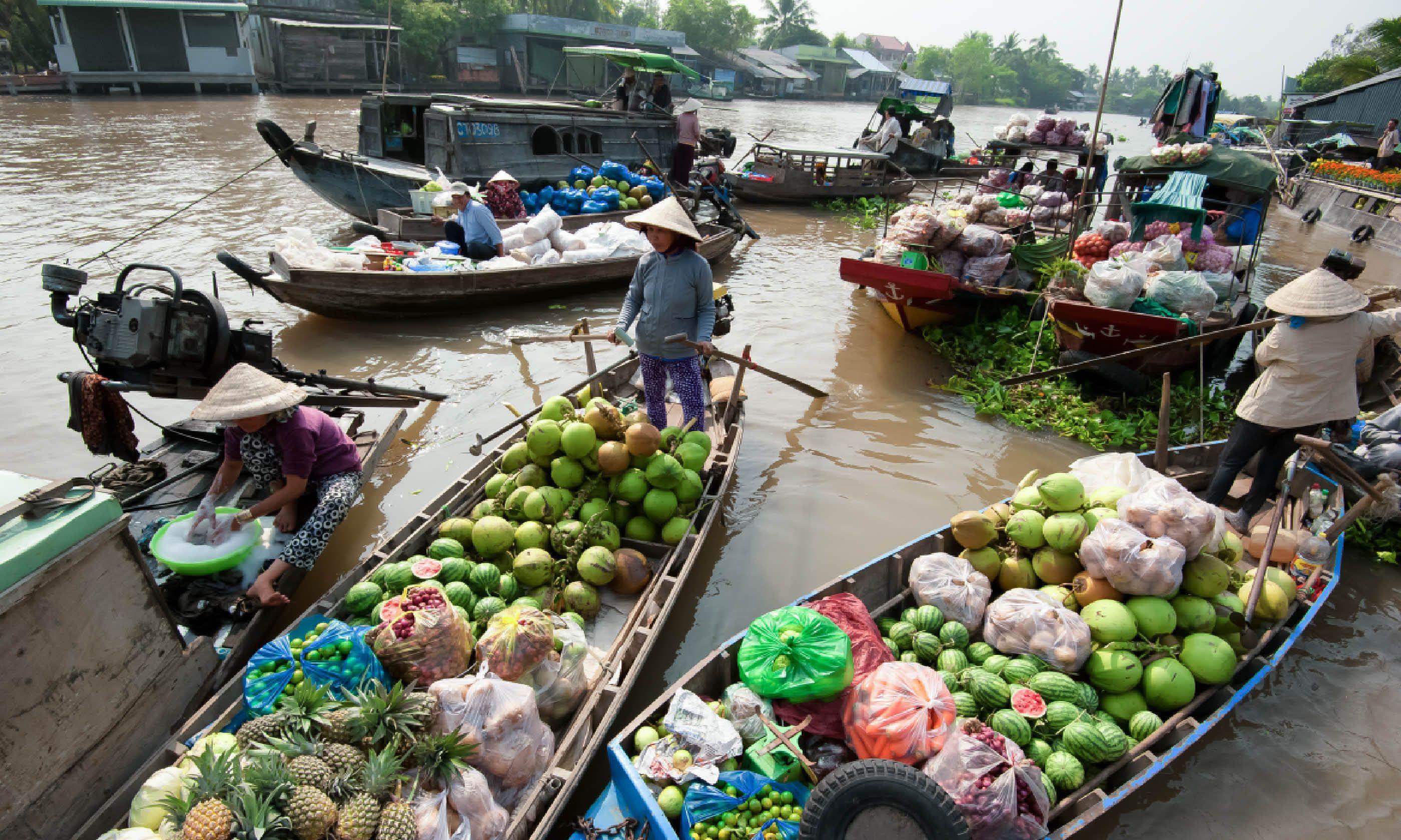 Floating market in Mekong river delta (Shutterstock)
