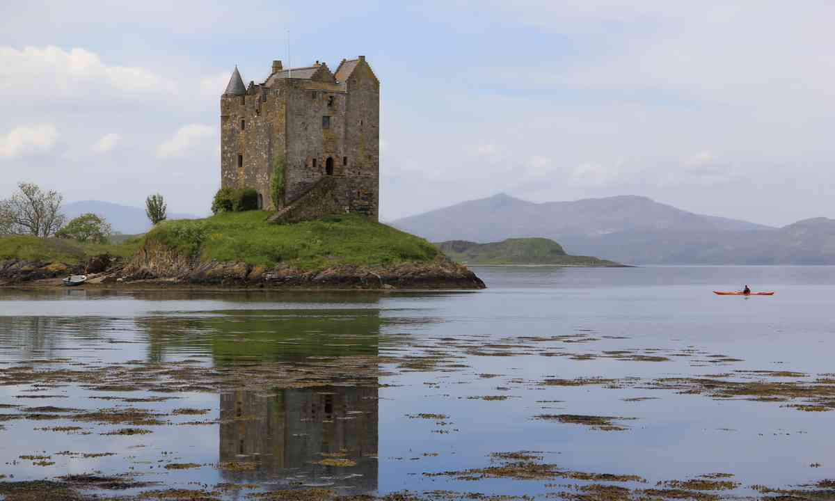 Kayaker near castle in Scotland (Shutterstock.com)