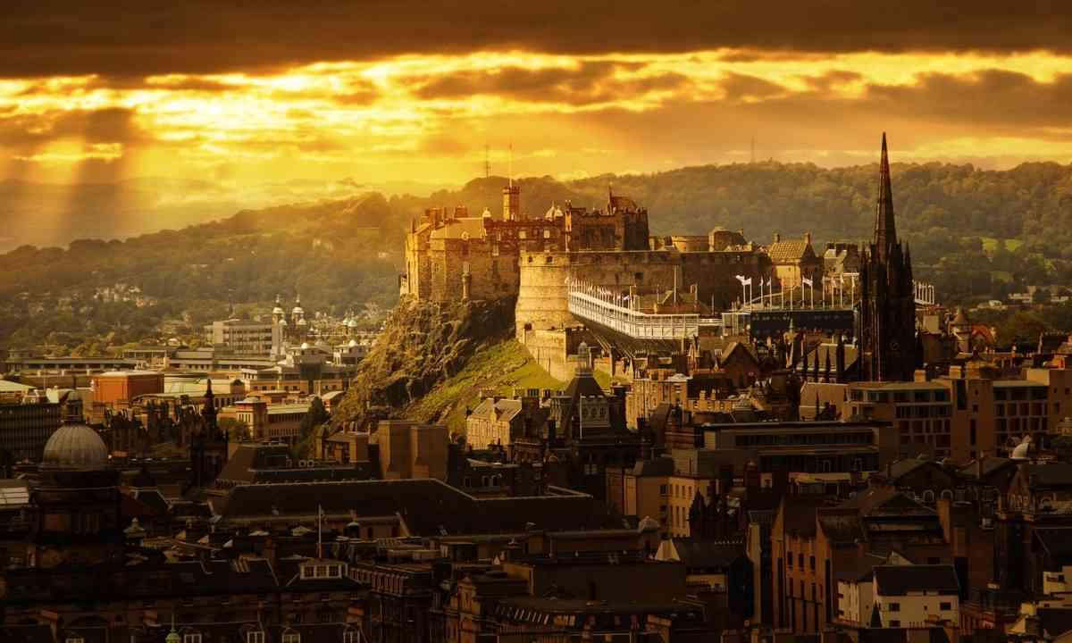 Edinburgh castle (Shutterstock.com)