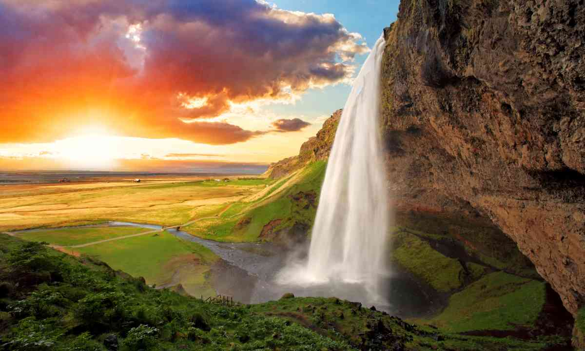 Seljalandsfoss (Shutterstock.com)