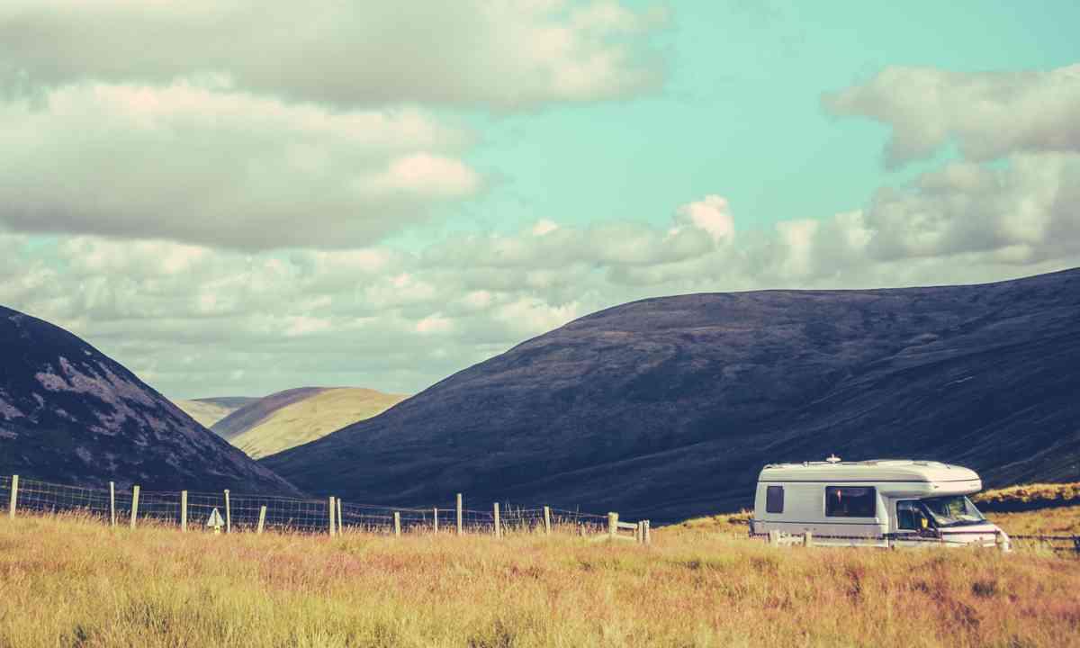 Campervan in Scotland (Shutterstock.com)