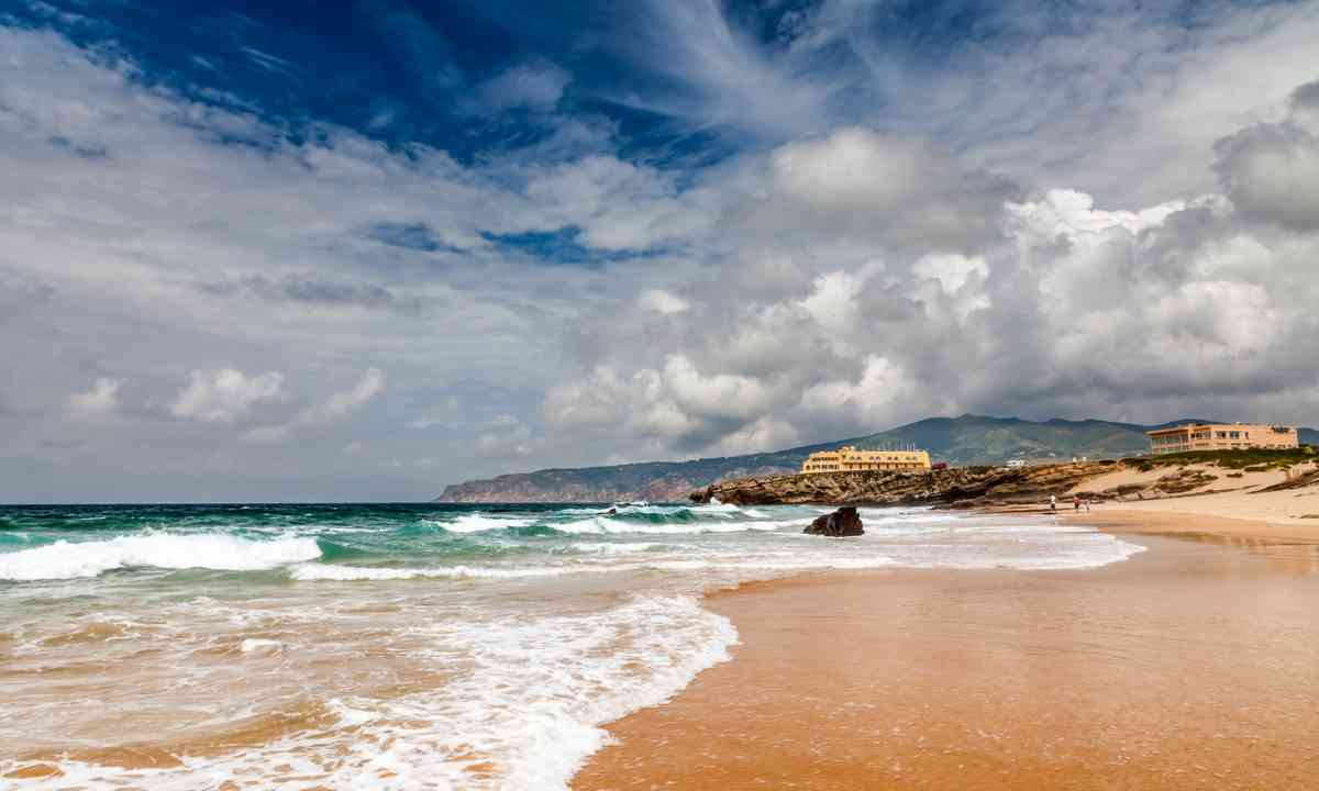 Guincho beach near Lisbon (Dreamstime)