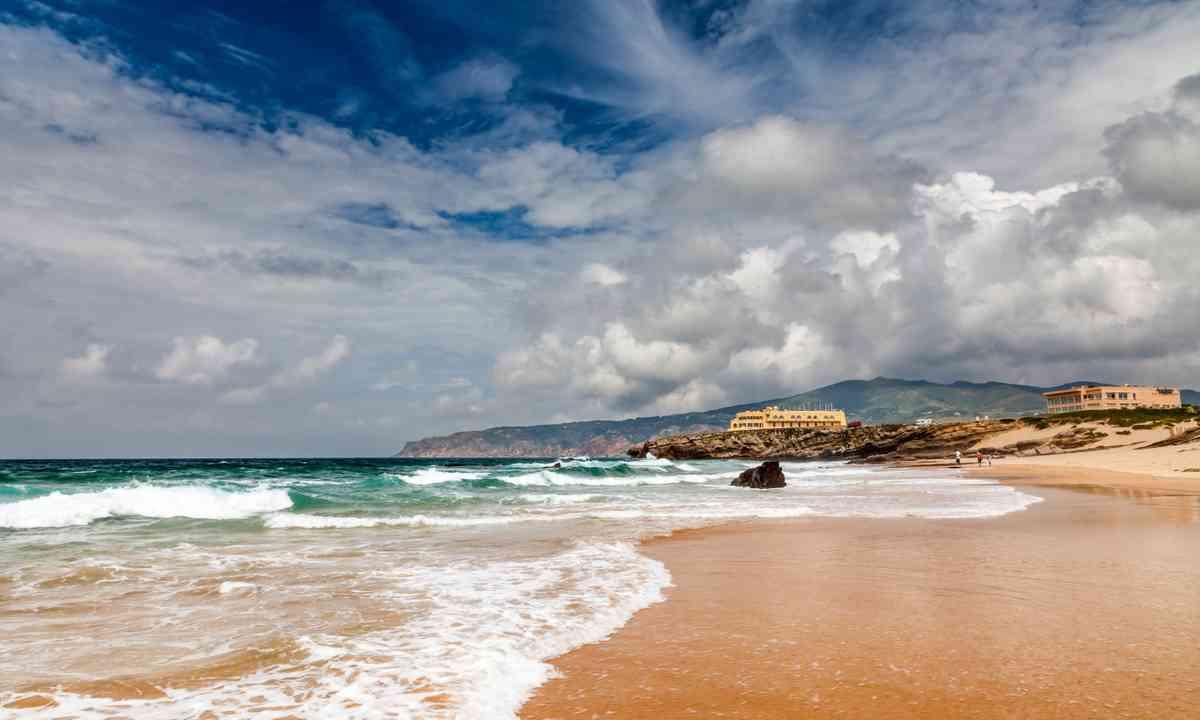 Guincho beach near Lisbon (Dreamstime)