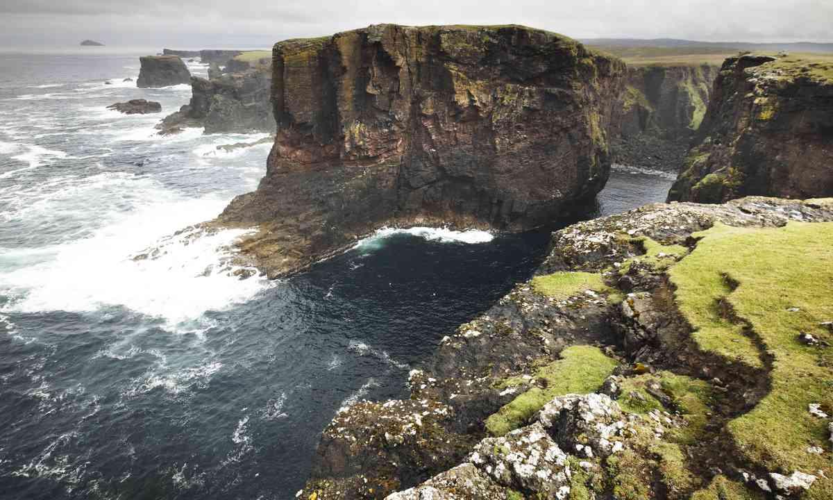 Shetland's coast line (Shutterstock.com)