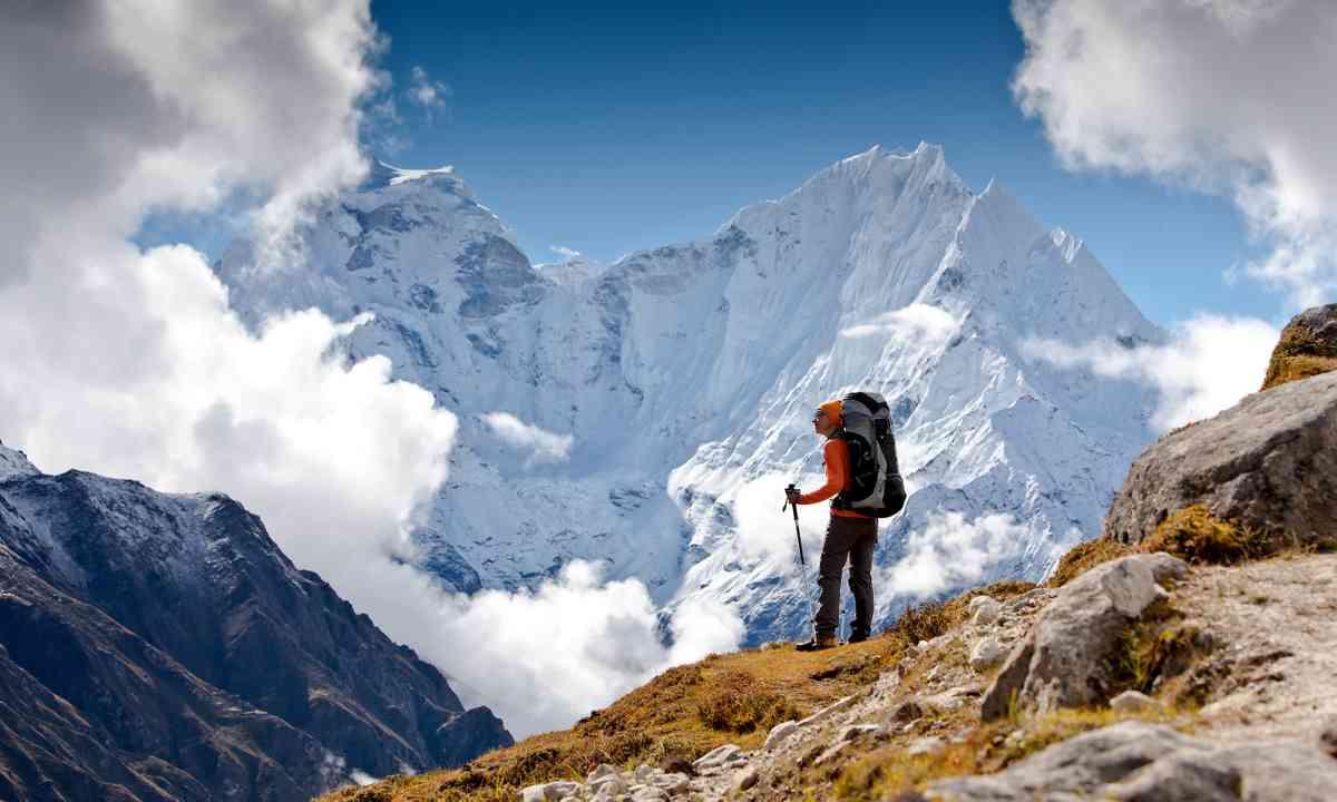 Hiking in the Himalaya (Shutterstock.com)