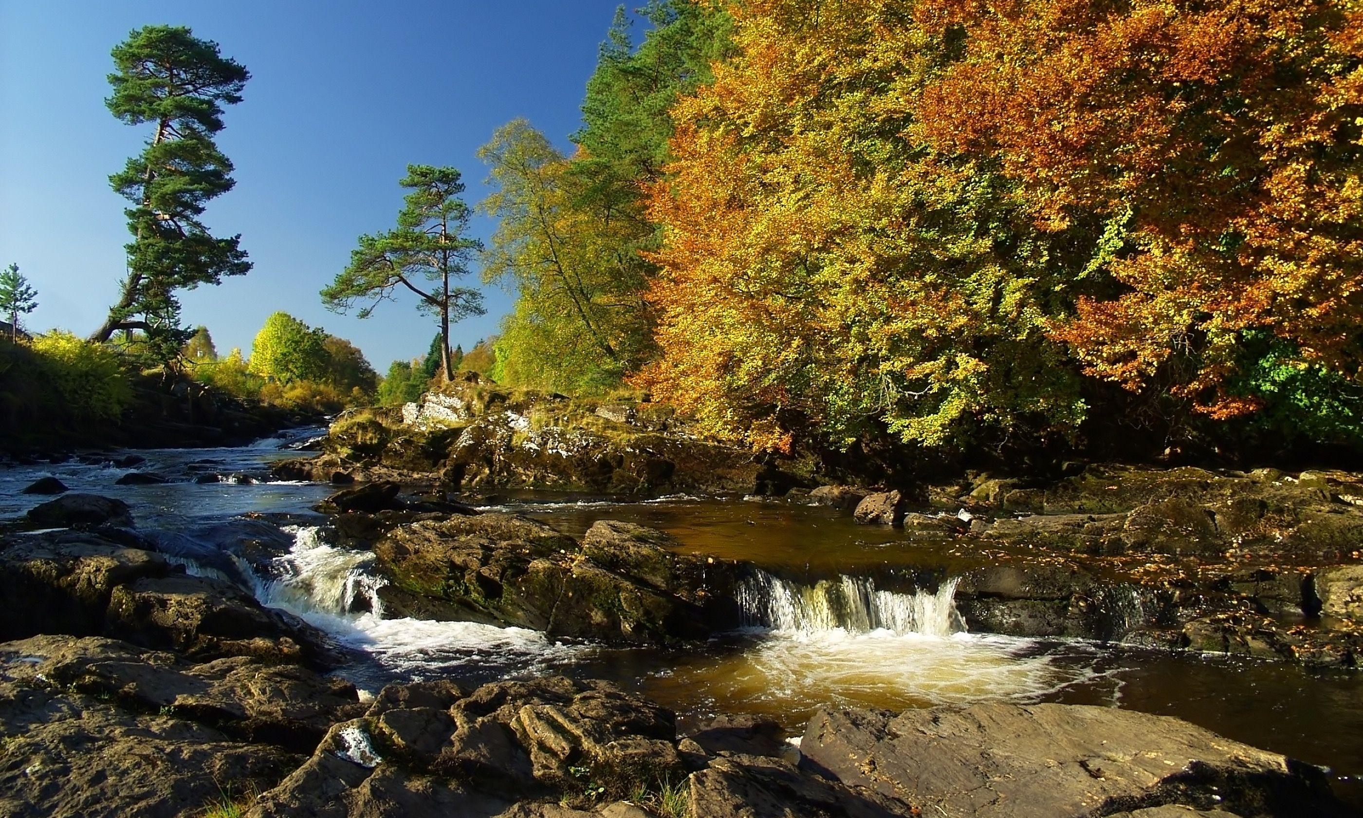 Dochart Falls (Shutterstock.com)