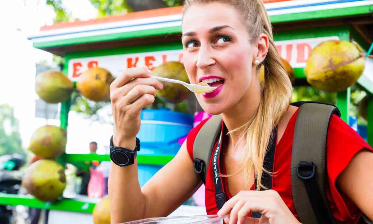 Sampling street food in Jakarta (Shutterstock.com)