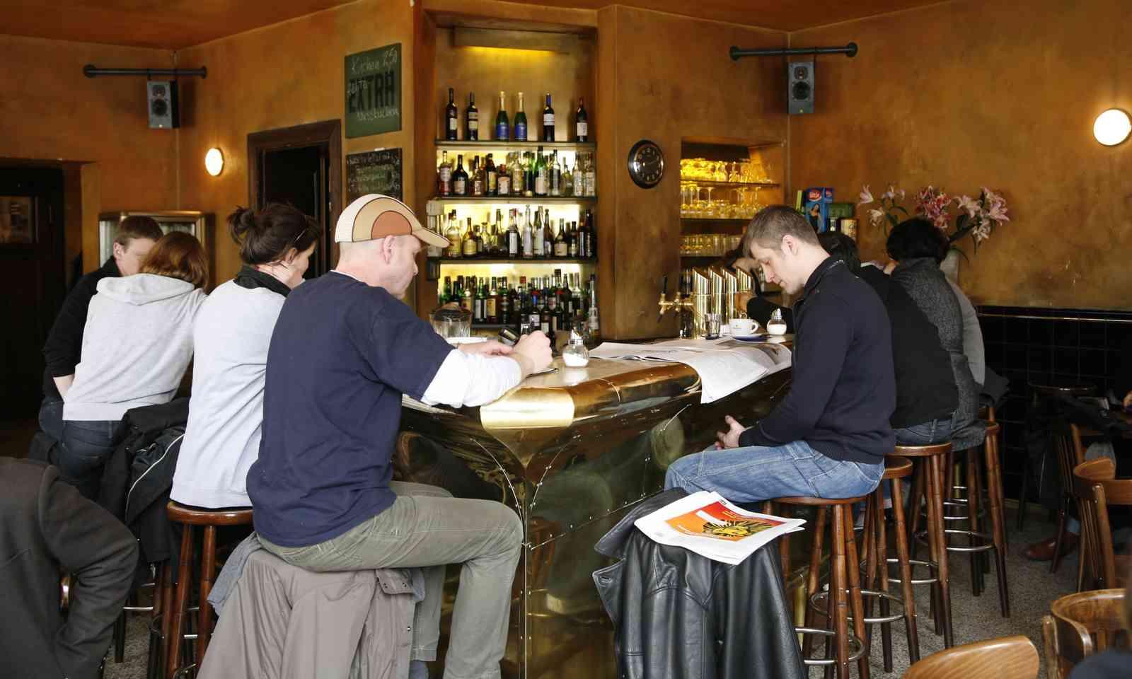 Café Life in Berlin (Shutterstock.com)