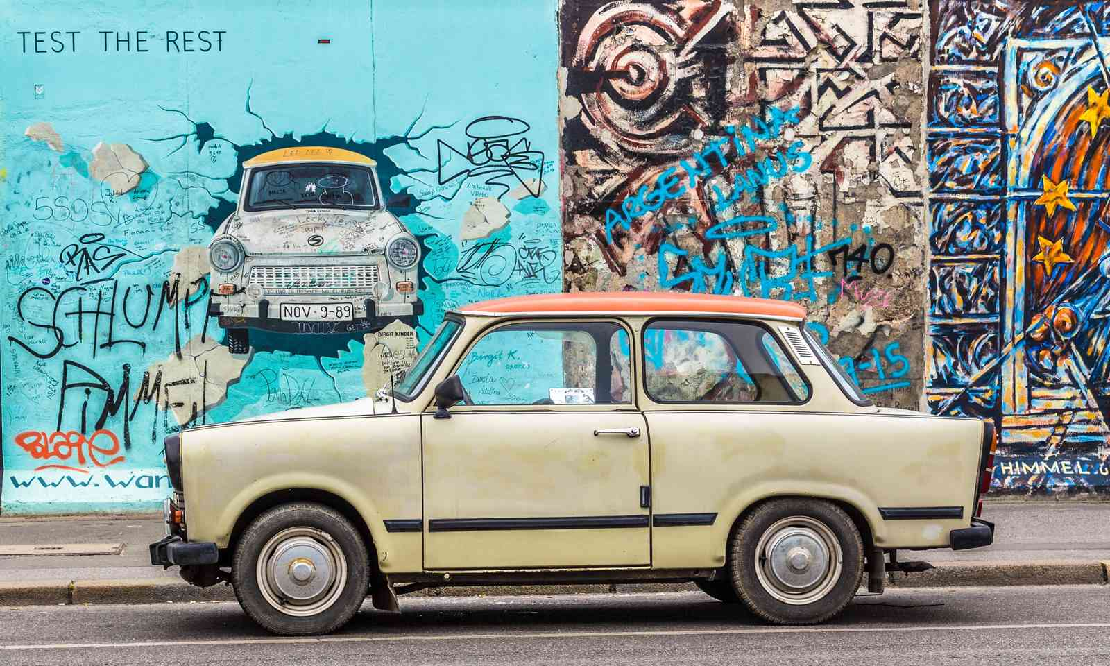 Trabant in front of the Berlin Wall (Shutterstock.com)