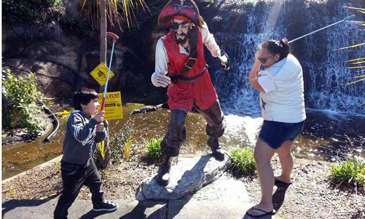 Golfing with pirates (adventure golf.co.nz)