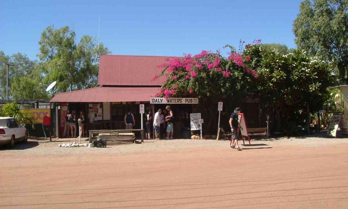 Daly Waters Pub (Creative Commons: LakeyBoy)